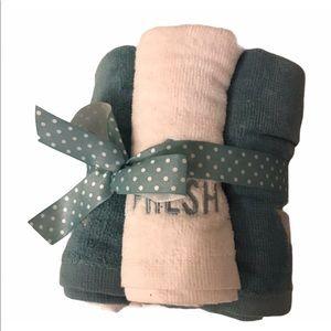 NWOT Set of 6 Decorative Washcloths